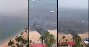 Por falta de turistas, aprovechan para llenar de aguas negras y desechos el mar en Acapulco 1