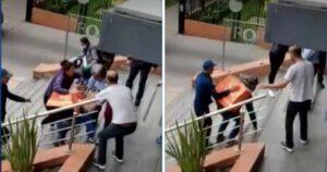 Por no seguir protocolos, residentes de un edificio se fueron a los golpes con domiciliarios 1