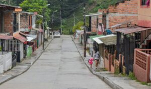 Así luce la nueva vía pavimentada en el barrio Villa Pinzón de Ibagué 1