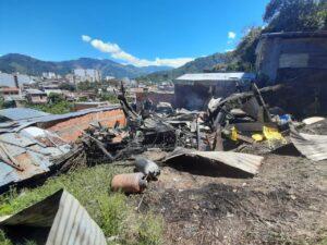 Tres adultos mayores y una menor perdieron todo en el incendio de su casa en Belencito, parte alta 1