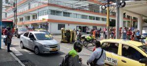 Dos heridos dejó violento choque de taxi y BMW en la 11 con Segunda 1