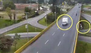 Quedó libre el conductor que embistió a ciclista y lo hizo caer de un puente en Chía 1