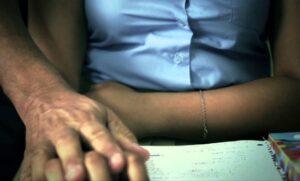 Destituyen e inhabilitan por 11 años a docente de Ibagué, por acoso sexual a sus alumnas - 1