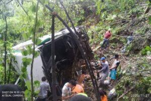 Cuatro muertos y 17 heridos por caída de un bus a un abismo entre Bucaramanga y San Alberto 1