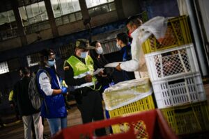 Fotos: Adelantaron operativos de inspección y desinfección en la Plaza de La 21 1