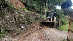 Alcaldía atendió emergencia de deslizamiento de tierra en el corregimiento Calambeo 1