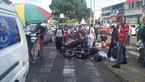 Fotos: Tres heridos por choque de motos en la Quinta con 25 1