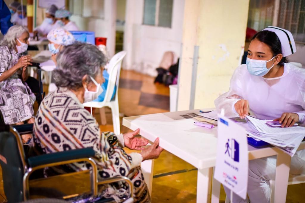 Inicia la vacunación masiva contra el Covid-19 en las comunas de Ibagué 2