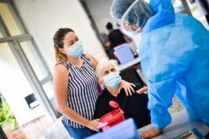 Alcaldía de Ibagué habilitó nuevo punto de vacunación masiva para adultos mayores de 80 años 1