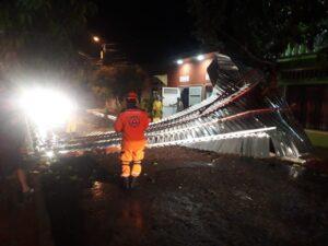 Fotos: Casas destechadas y caídas de árboles dejó fuerte tormenta en Honda y norte del Tolima 1