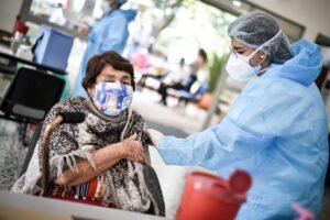 Conozca los puntos de vacunación masiva que habilitó la Alcaldía para adultos mayores de 75 años 1