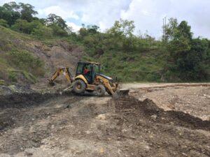 Maquinaria de la Gobernación del Tolima atiende la vía Prado-Dolores 1