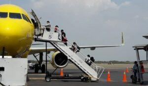 Continuará la prohibición de vuelos desde Leticia y Brasil 1