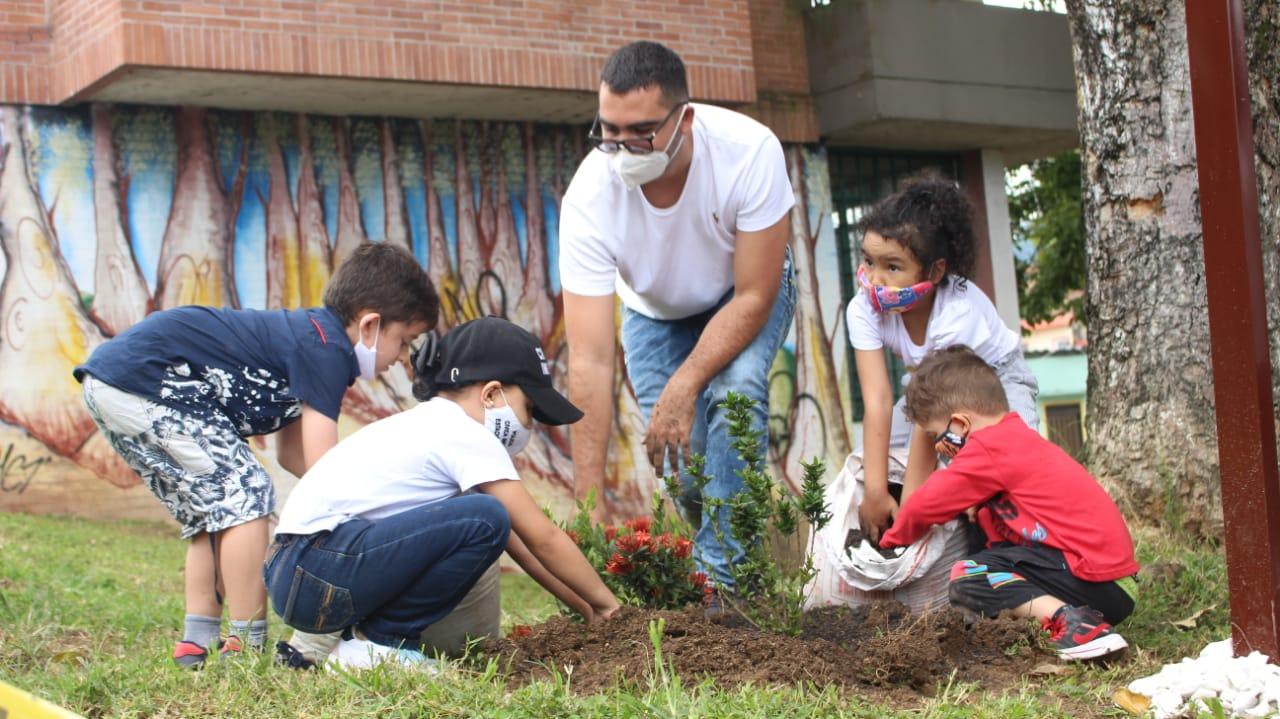 28 niños protegerán mil plantas sembradas en Ecoparque de Ibagué 2