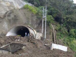 Entérese de los bloqueos y derrumbes en la carretera a La Línea 1