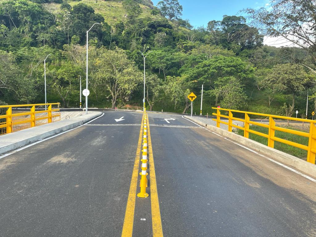 Listo el puente que comunica a los municipios de Coello y San Luis 2
