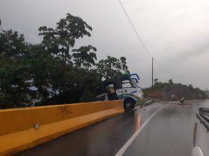 Accidente de bus en Gualanday casi termina en tragedia mayor 1