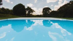 Mujer dejó caer sus nietas a una piscina y se ahogaron 1