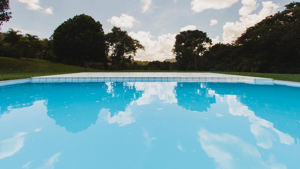 Mujer dejó caer sus nietas a una piscina y se ahogaron 2