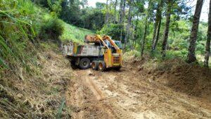 Autoridades intervienen tramos viales críticos en Tapias 1