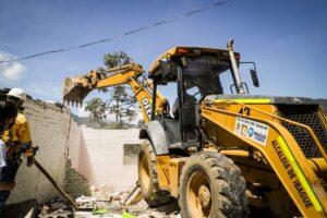 Autoridades demolieron dos viviendas utilizadas como expendio de estupefacientes en el barrio Eduardo Santos 1